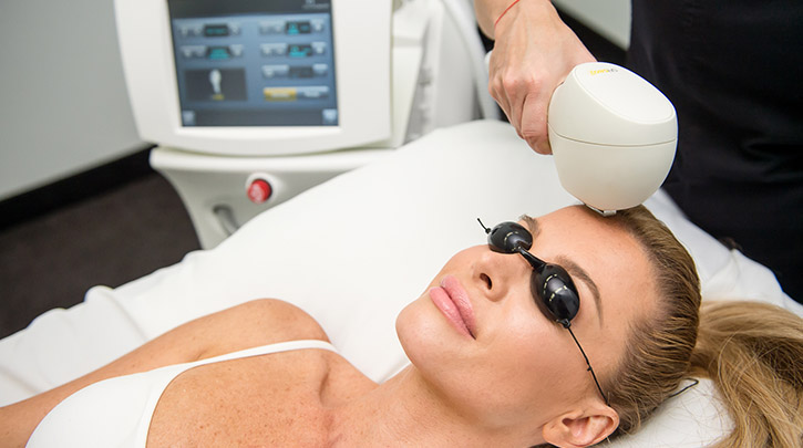 Offer a Complete Acne Solution with Venus Versa